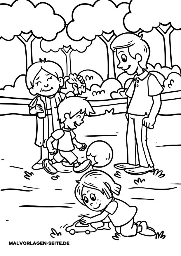 Farveside spiller fodbold i parken